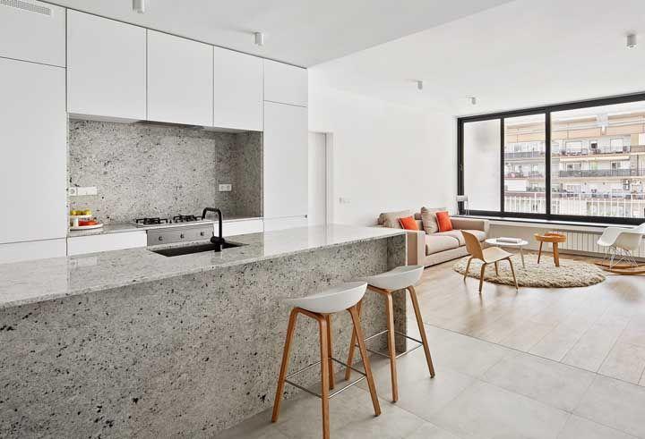 Casa conceito aberto com bancada de granito cinza