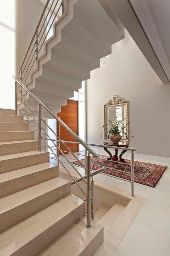 Casa elegante com granito bege na escada e hall de entrada