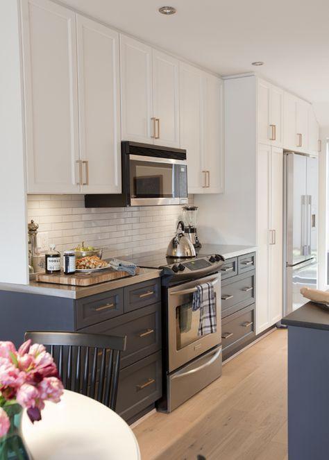 Cozinha azul com granito cinza absoluto