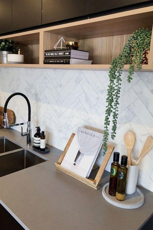 Cozinha moderna com granito cinza absoluto