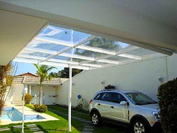 Decoração clean com cobertura de vidro para garagem. Fonte: Pinterest