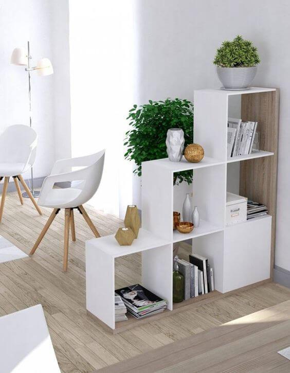 Decoração com mini estante vazada