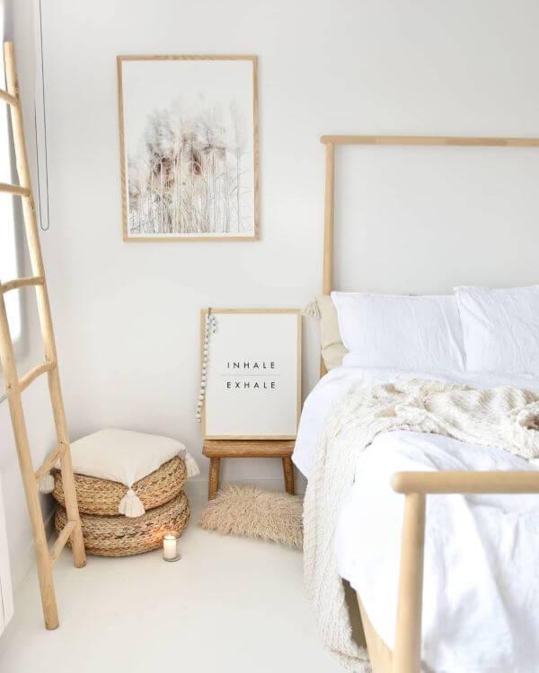 Decoração de quarto boho minimalista em branco e bege