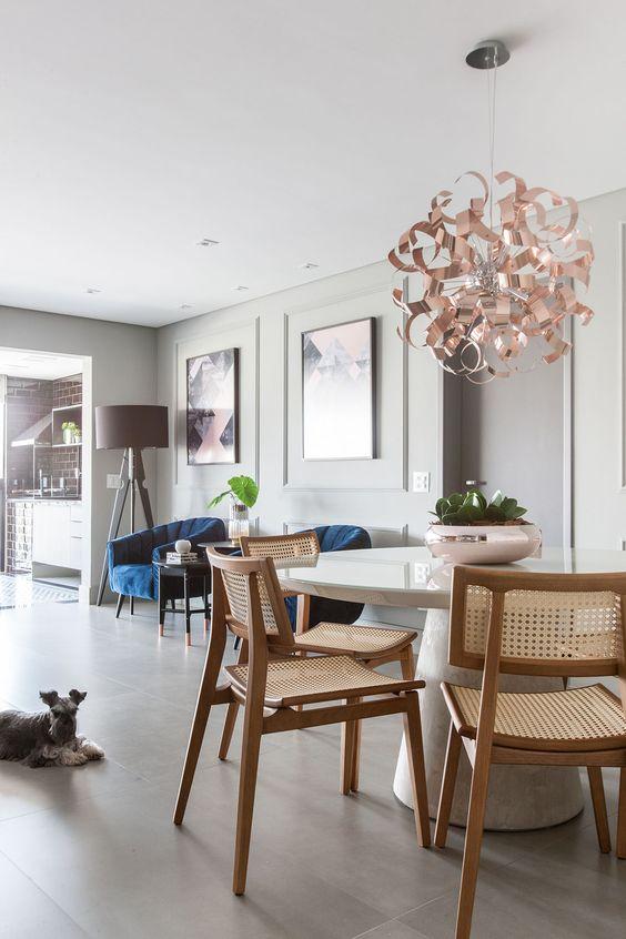 Escolha um lustre lindo para combinar com a mesa cone