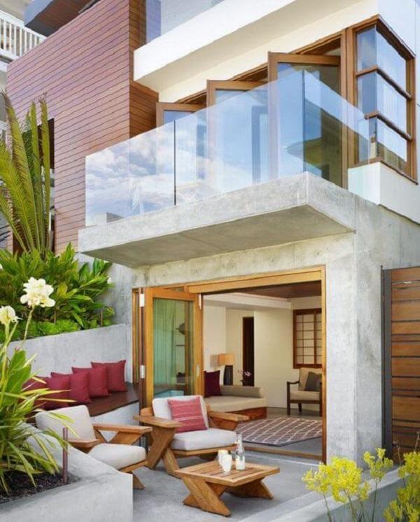 Fachada moderna com revestimento de parede externa em concreto e vidro. Fonte: Pinterest