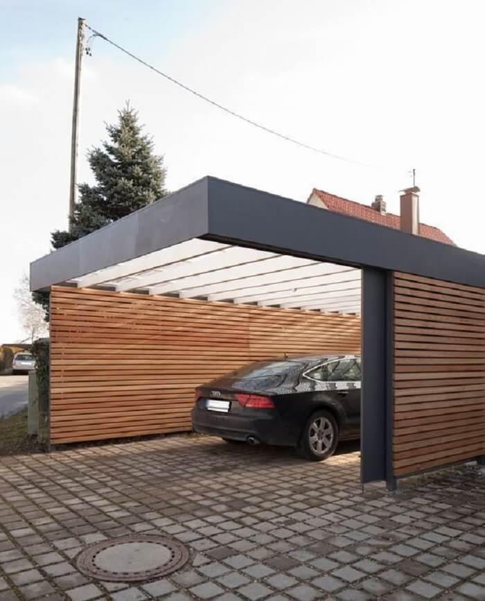 Garagem com estrutura metálica e cobertura de policarbonato. Fonte: Revista Viva Decora