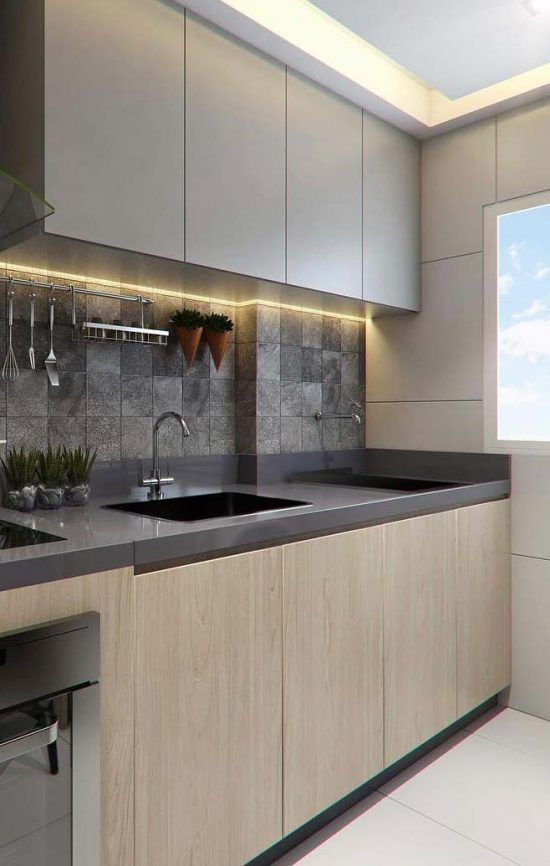 Granito cinza absoluto com armários de madeira planejado