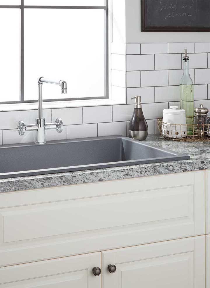 Granito cinza claro para cozinha branca