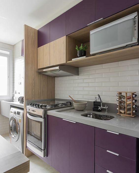 Granito cinza para cozinha roxa moderna