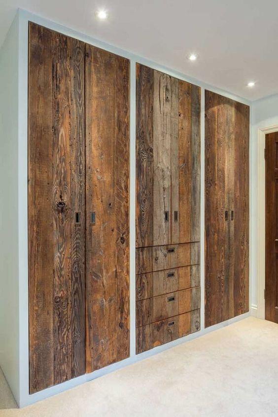 Guarda roupa rustico de madeira