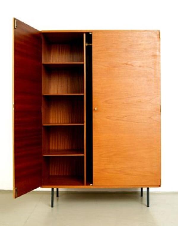 Guarda roupa rustico de madeira para quarto pequeno