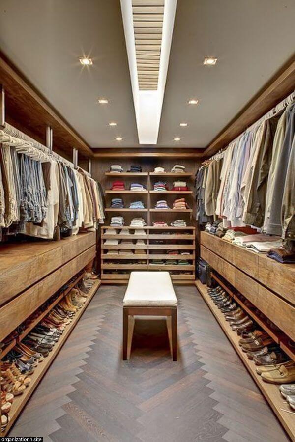 Guarda roupa rustico no closet