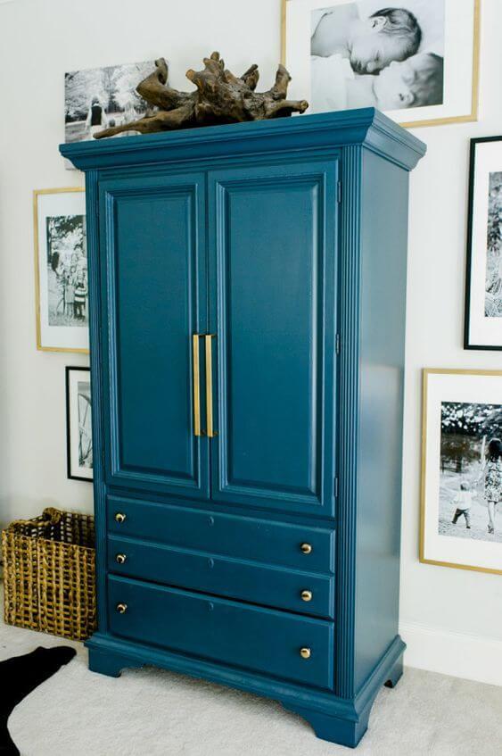 Guarda roupa vintage reformado e azul