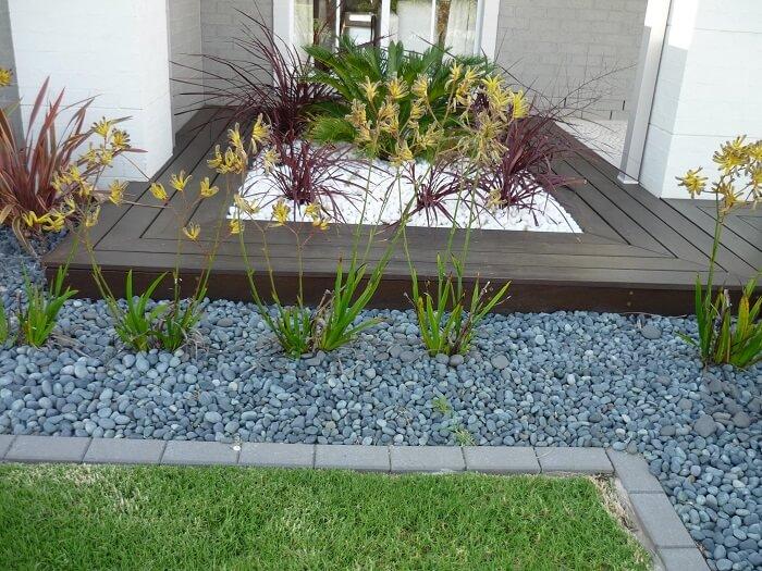 Ideias de jardim com pedras para delimitar os espaços. Fonte: Pinterest