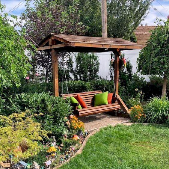 Ideias para jardim com balanço e almofadas macias