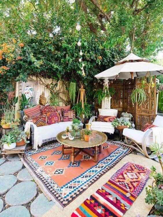 Ideias para jardim com decoração colorida