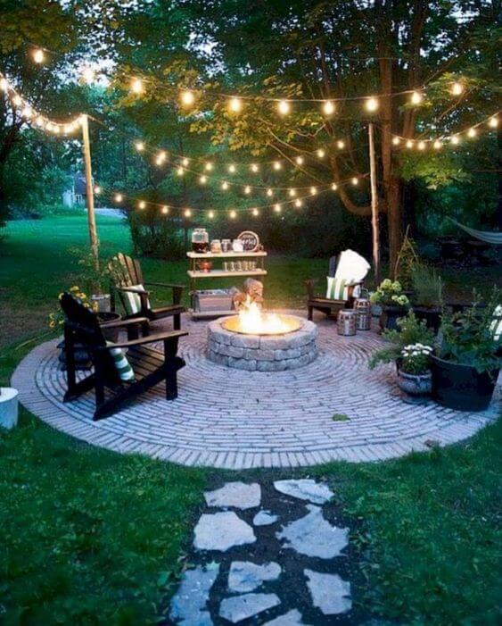 Ideias para jardim com lareira e iluminação charmosa