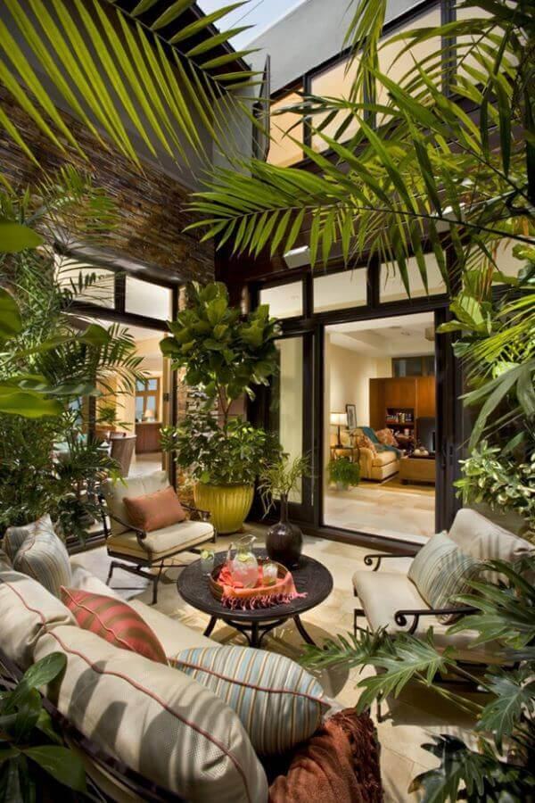 Ideias para jardim de inverno am casas amplas com janela de vidro