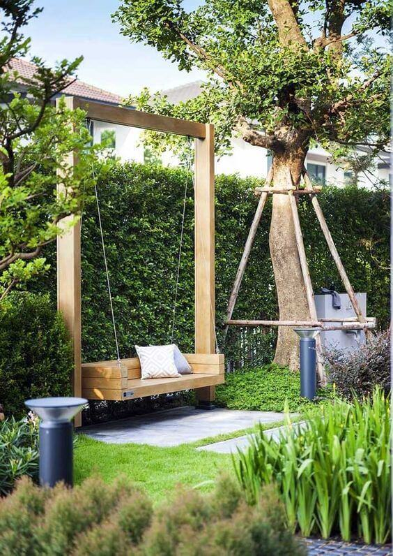 Ideias para jardim grande com balanço de madeira