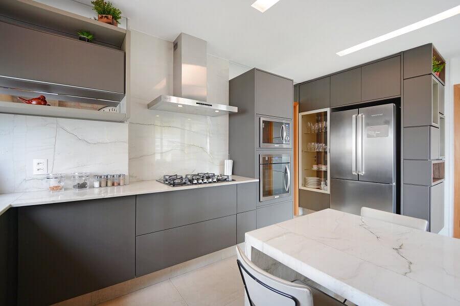 Ilha de mármore para decoração de cozinha cinza e branca Foto Habitissimo
