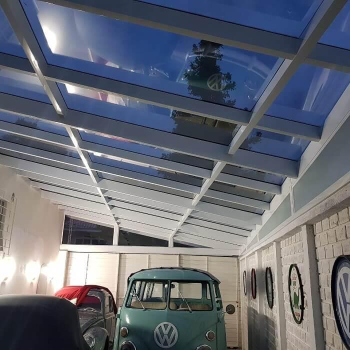 Imóvel clean com cobertura de vidro para garagem. Fonte: W Balbinno