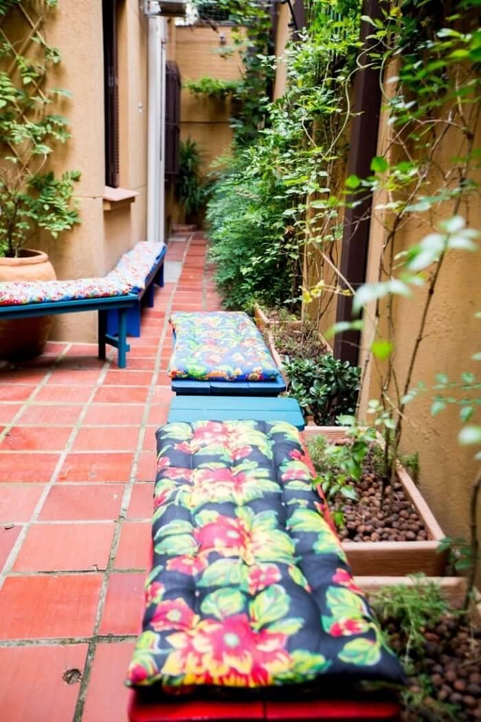 Jardim pequeno com pedras de argila expandida. Fonte: DH Arquitetura