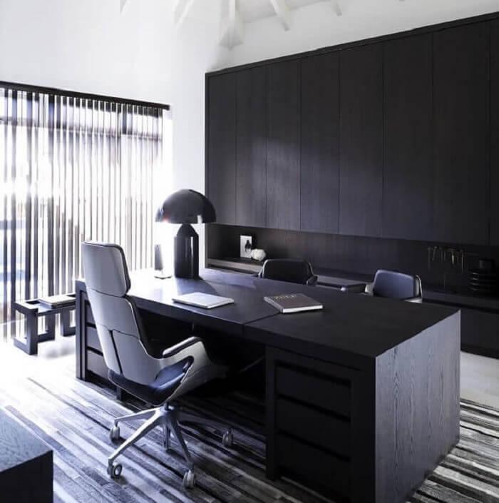 Mesa com design moderno e gaveteiro preto embutido. Fonte: Architecture Art Designs