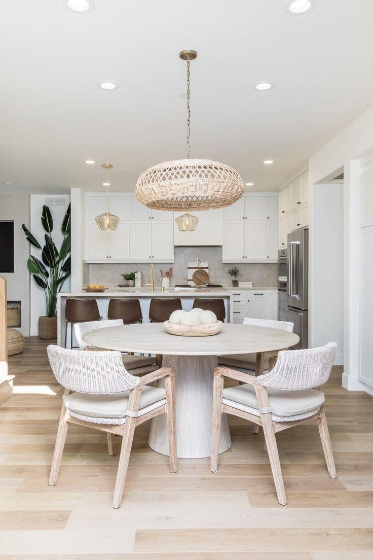 Mesa cone clara para sala de jantar moderna