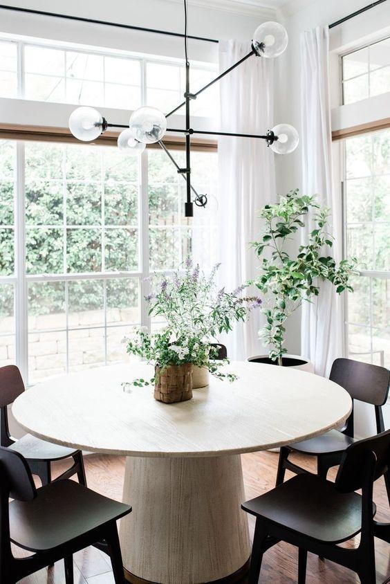 Mesa cone de madeira clara