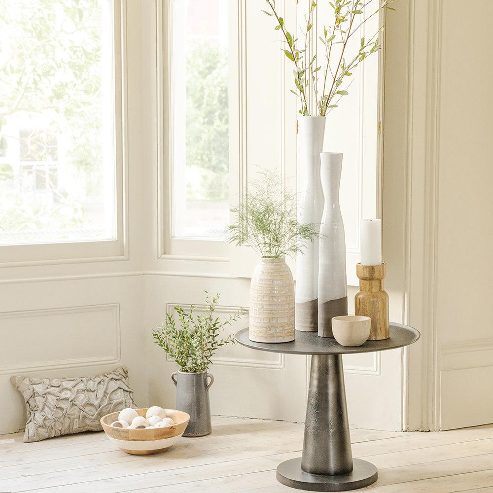 Mesa cone lateral prateada para decoração moderna