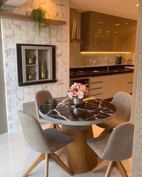 Mesa cone pequena para varanda gourmet com tampo marmorizado