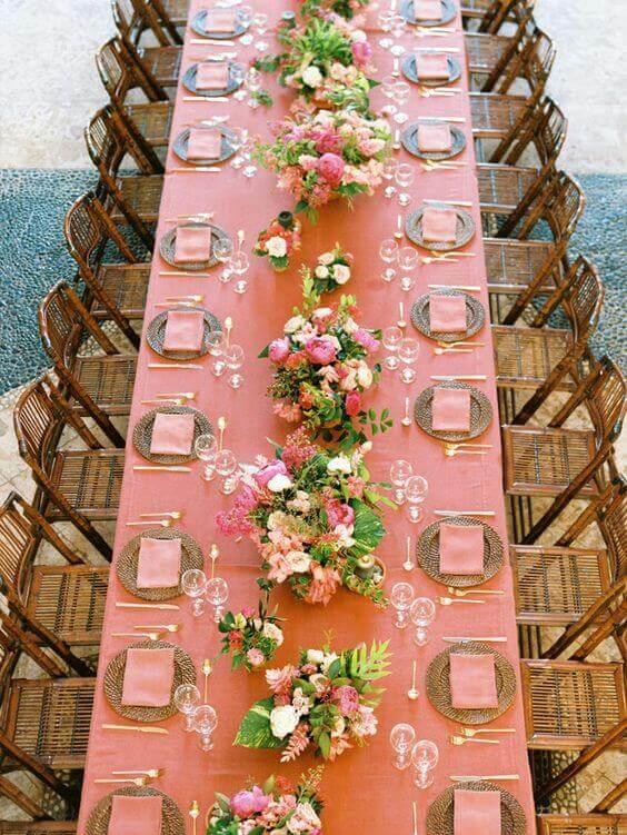 Mesa de festa decorada com cor pessego
