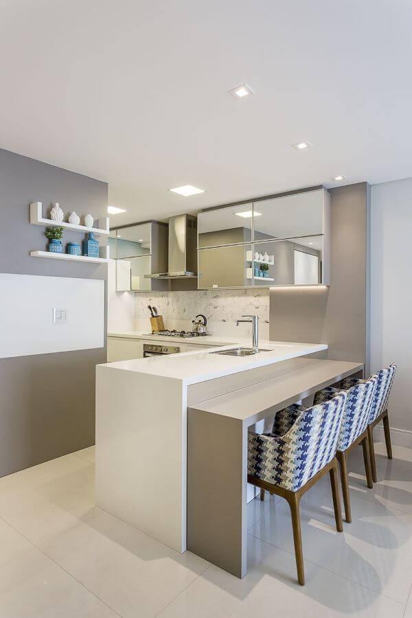 Mesa de granito bege e branco