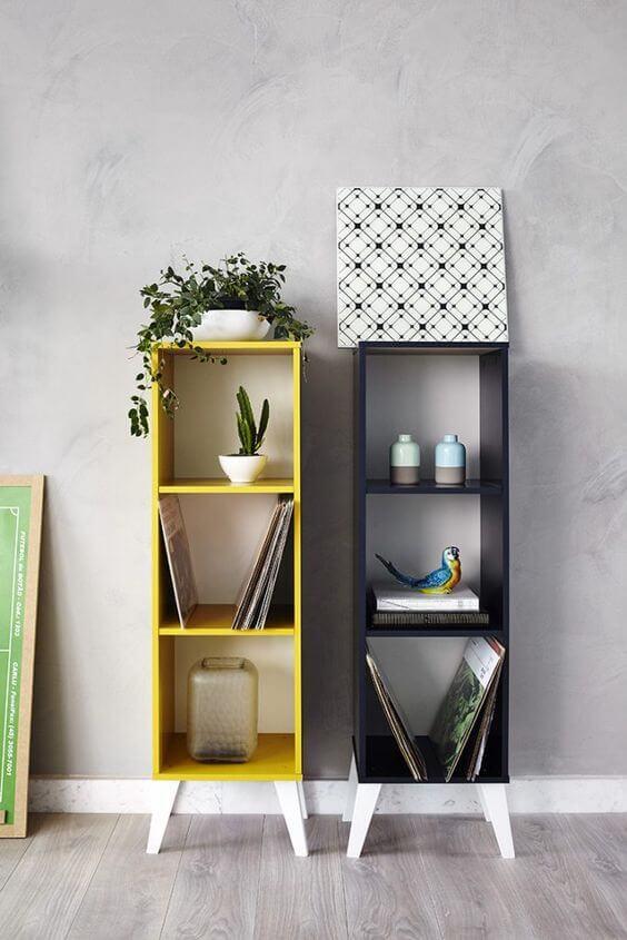 Mini estante amarela e preta