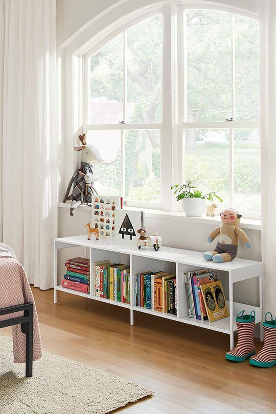 Mini estante branca para quarto