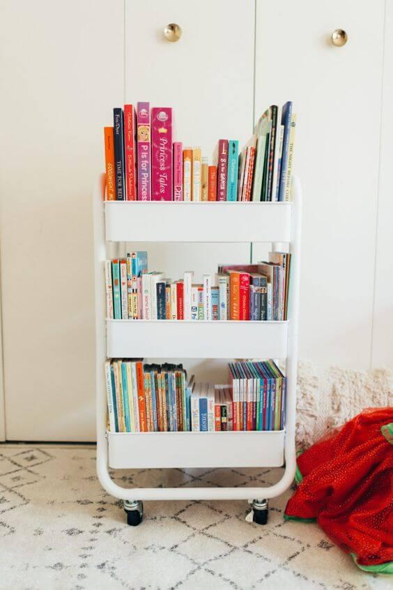 Mini estante com rodinhas para quarto