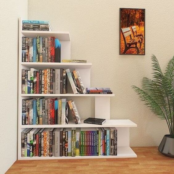 Mini estante de canto para livros na sala