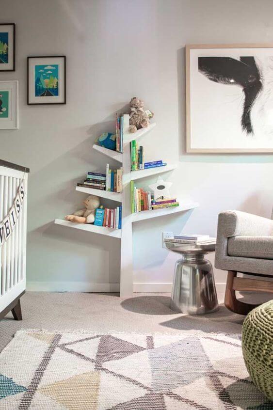 Mini estante para quarto de bebê