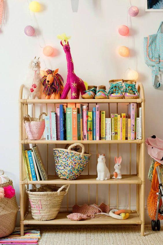 Mini estante para quarto infantil
