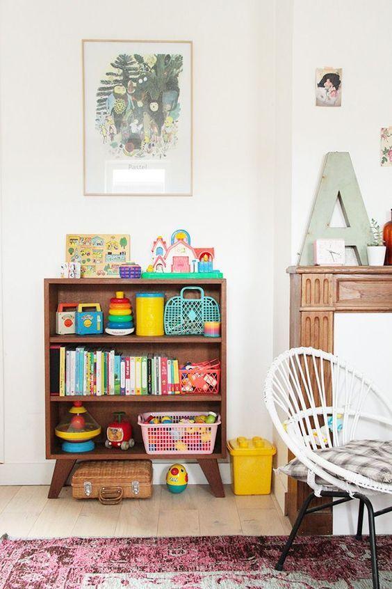 Mini estante para quarto infantil organizado