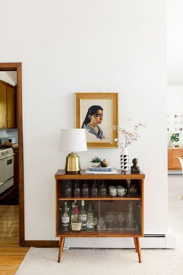 Modelo de aparador pé palito bar com porta de vidro. Fonte: Dream Green DIY