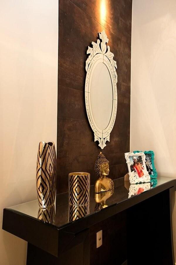 Modelo de aparador preto com espelho com tampo de vidro. Projeto de Ana Lúcia Adriano