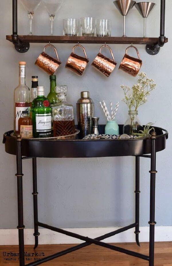Modelo de aparador preto laqueado bar. Fonte: Deligthfull