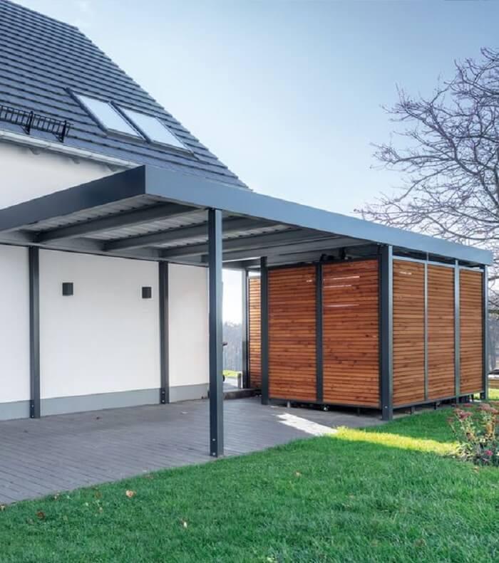Modelo de cobertura para garagem com design metálico. Fonte: Pinterest