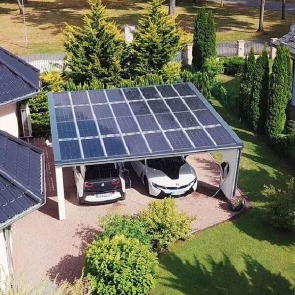 Modelo de cobertura para garagem com placas solares. Fonte: Pinterest