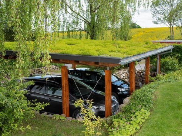 Modelo de cobertura para garagem com telhado verde. Fonte: Pinterest