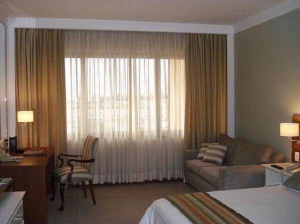 Modelo de cortina marrom para quarto. Fonte: Pinterest