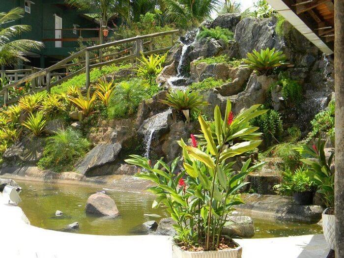 Modelos de jardim com pedras e cascata. Fonte: Paula Freitas
