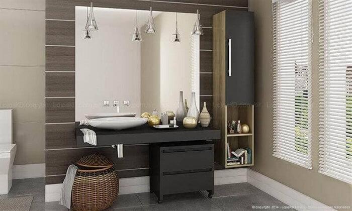 O gaveteiro preto com rodinhas se mistura a decoração do banheiro. Fonte: Pinterest