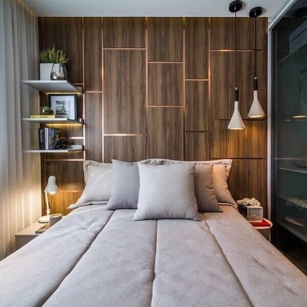 O quarto marrom cria uma atmosfera aconchegante no quarto do casal. Fonte: Pinterest